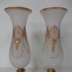 Antigüedades: PRECIOSA PAREJA DE JARRONES - CRISTAL - OPALINA - ESMALTADOS Y DORADOS - 40 CM ALTURA - S. XIX. Lote 83470884