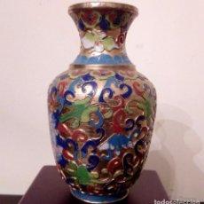 Antigüedades: ANTIGUO JARRON CHINO EN CLOISONNE CON MOTIVOS FLORALES - 12,5 CMS.. Lote 83491424