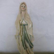 Antigüedades: FIGURA DE UNA VIRGEN MARÍA PARA UN PEQUEÑO ALTAR CASERO - 30 CM DE ALTURA. Lote 176181149