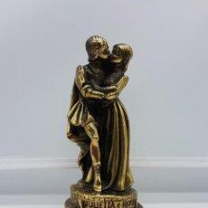 Antigüedades: FIGURA ANTIGUA DE ROMEO Y JULIETTA LAMINADO EN BRONCE.. Lote 83576096