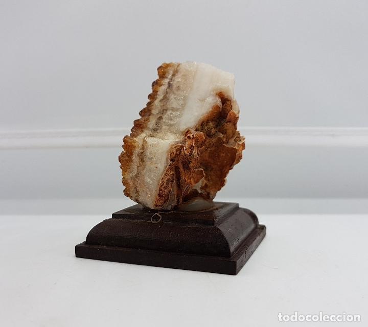 Antigüedades: Escultura de piedra semipreciosa de citrino sobre peana de madera. Muy usada en joyería. - Foto 3 - 83576380