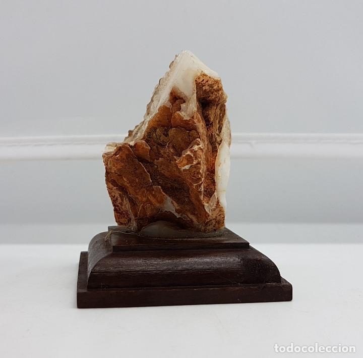 Antigüedades: Escultura de piedra semipreciosa de citrino sobre peana de madera. Muy usada en joyería. - Foto 4 - 83576380