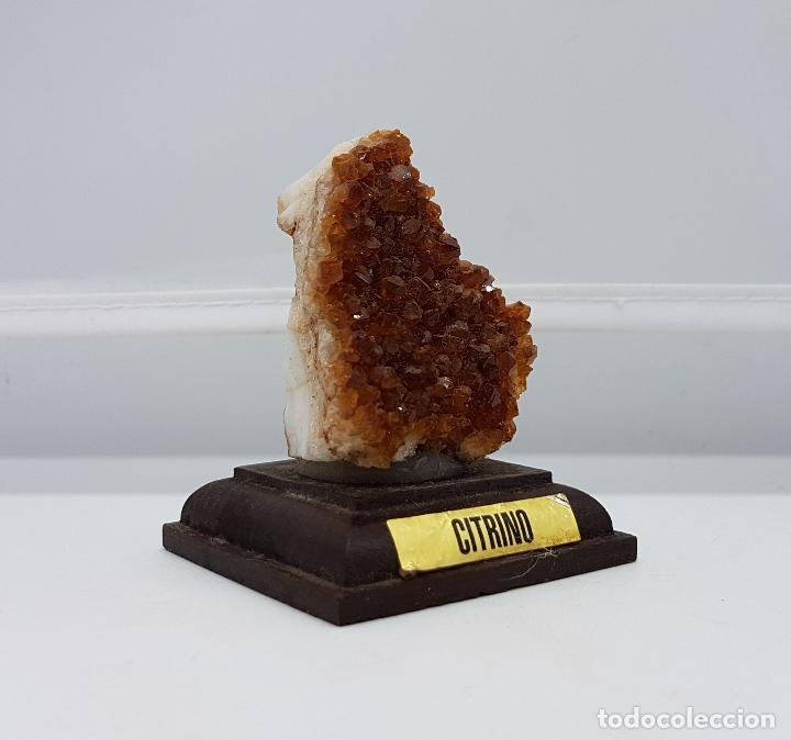 Antigüedades: Escultura de piedra semipreciosa de citrino sobre peana de madera. Muy usada en joyería. - Foto 7 - 83576380