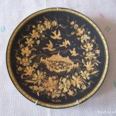 Antigüedades: PLATO DAMASQUINADO EN ORO DE 24 KILATES DE TOLEDO. 18 CM DIÁMETRO. Lote 83765416