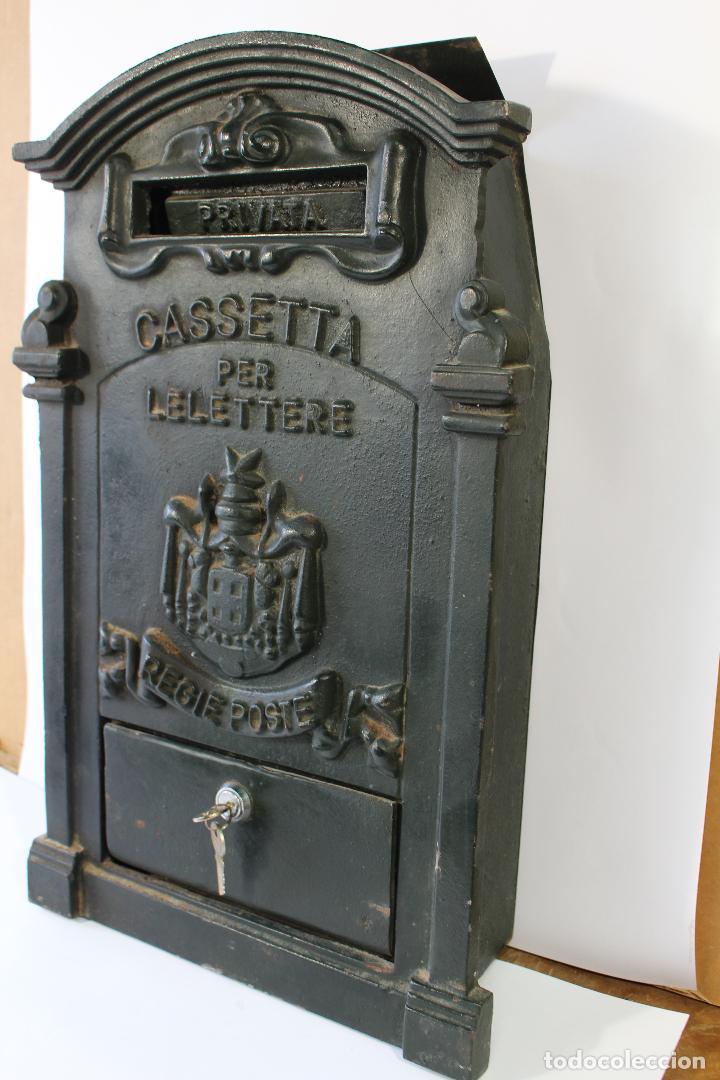 Antigüedades: buzon de correos en hierro fundido - Foto 8 - 83775232