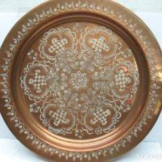 Antigüedades: PLATO DECORATIVO DE BRONCE. Lote 83830612