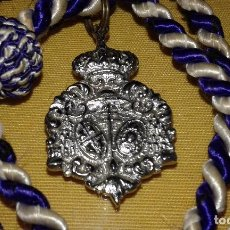 Antigüedades: SEMANA SANTA SEVILLA - MEDALLA CON CORDON TAMAÑO PEQUEÑO - CREO QUE DE LA HDAD DE LOS NEGRITOS. Lote 83838164