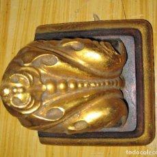 Antigüedades: PEQUEÑA PEANA MENSULA SOPORTE PARA SANTO ? . YESO - DORADO 10 / 10 / 9 CM. Lote 83865752