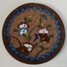 Antigüedades: PLATO CHINO EN METAL ESMALTADO. PINTADO A MANO. SIGLO XIX-XX. . Lote 83925744