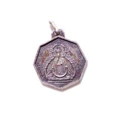 Antigüedades: ANTIGUA MEDALLA RELIGIOSA EN PLATA NUESTRA SEÑORA DE LA CABEZA. Lote 89083544