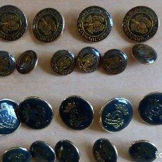 Antigüedades: 22 BOTONES METÁLICOS DE 20 MM Y 14 MM. Lote 83974164
