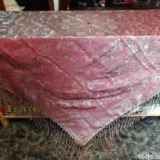 Antigüedades: MAGNÍFICO MANTÓN ANTIGUO EN SEDA ADAMASCADA. Lote 84021059