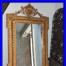 Antigüedades: ESPEJO ANTIGUO DE MADERA CON ADORNOS EN ESCAYOLA. Lote 84056344