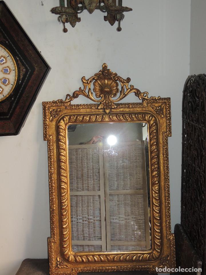 Antigüedades: ESPEJO ANTIGUO DE MADERA CON ADORNOS EN ESCAYOLA - Foto 2 - 84056344