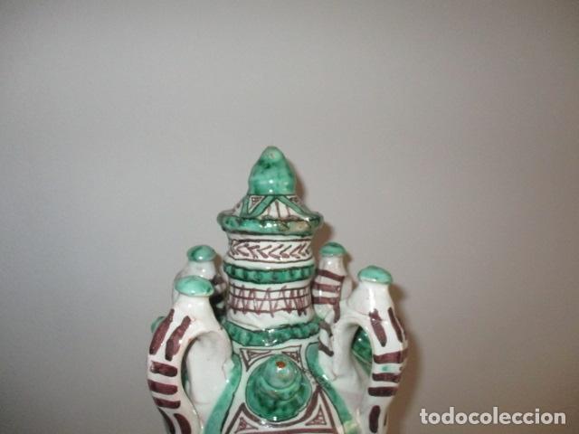 Antiquitäten: Curioso y raro botijo con 4 pitoros y 4 asas, Firmado: PUNTER R 56 - TERUEL - 38 CM DE ALTO - Foto 11 - 84131508