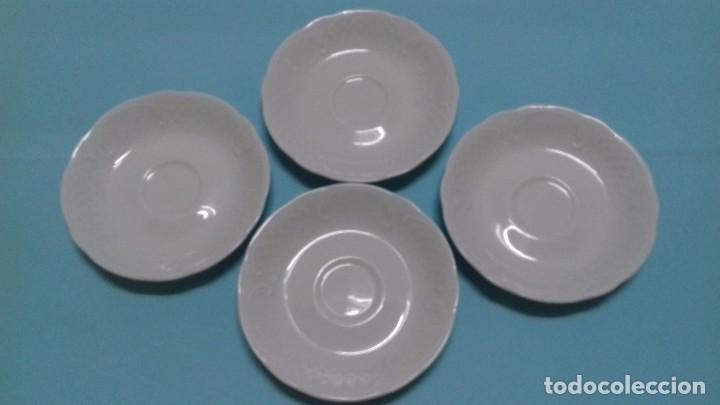 Antigüedades: Lote 4 Platos juego café blancos, con decoración en relieve. Porcelana BIDASOA. 13 cm diámetro. - Foto 2 - 84140184
