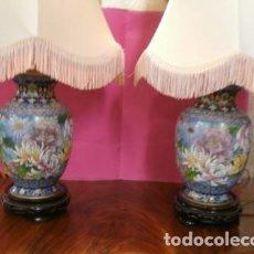 Antigüedades: PAREJA DE LAMPARAS CLOISONNE. Lote 84146804
