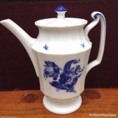 Antigüedades: CAFETERA DE LA ROYAL COPENHAGEN FLORES AZULES MODELO 10/8565. Lote 84184936