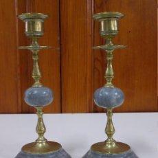 Antigüedades: ANTIGUA PAREJA DE CANDELABROS DE BRONCE Y MARMOL MUY BONITOS . Lote 84212876
