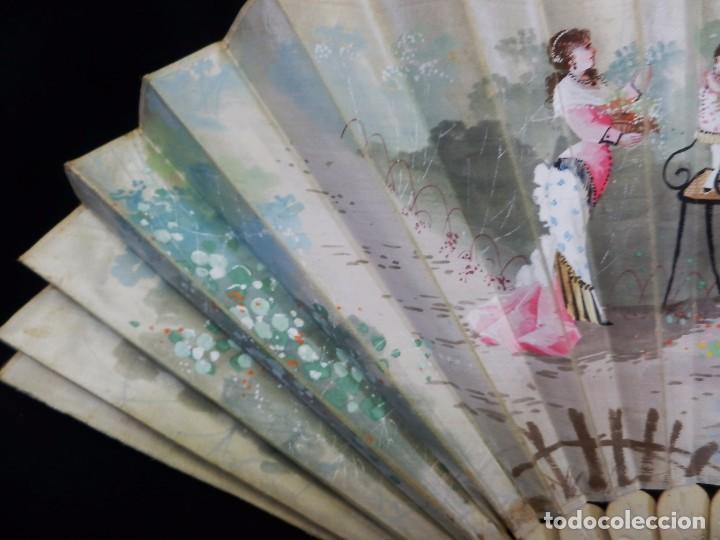 Antigüedades: -Precioso abanico en hueso o marfil, con país de tela, pintado a mano: Dama. S XIX - Foto 3 - 84249284