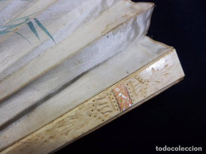 Antigüedades: -Precioso abanico en hueso o marfil, con país de tela, pintado a mano: Dama. S XIX - Foto 7 - 84249284