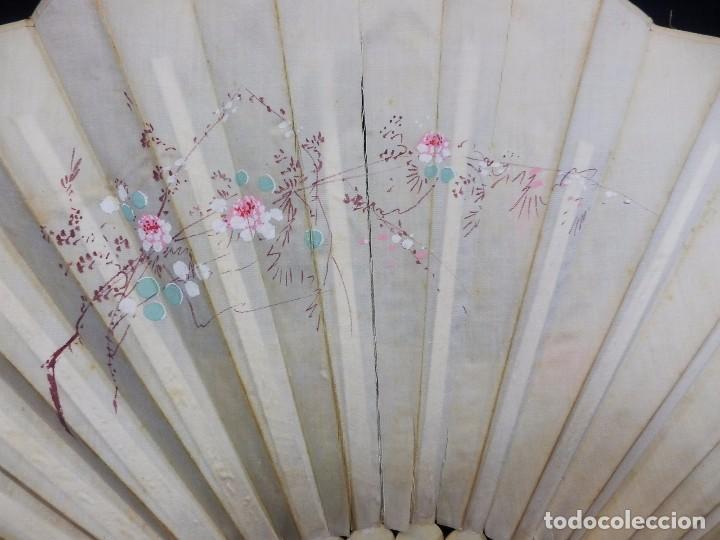 Antigüedades: -Precioso abanico en hueso o marfil, con país de tela, pintado a mano: Dama. S XIX - Foto 13 - 84249284