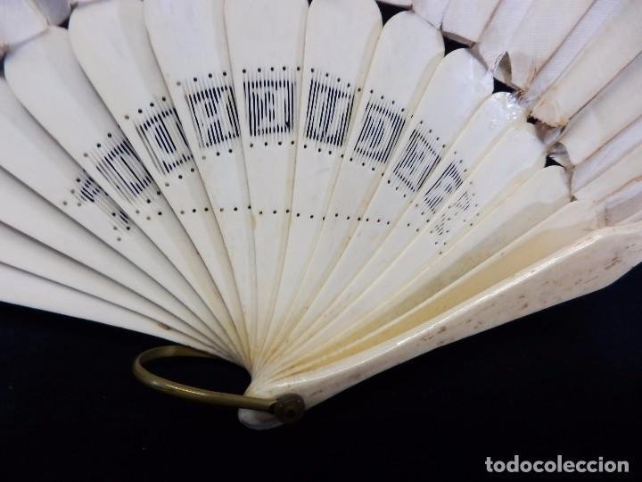 Antigüedades: -Precioso abanico en hueso o marfil, con país de tela, pintado a mano: Dama. S XIX - Foto 14 - 84249284