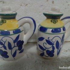 Antigüedades: VINAGRERA Y ACEITERA EN LOZA DECORADA. Lote 84279992