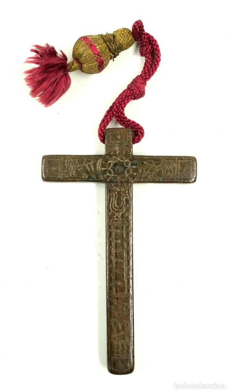 CRUZ DE PEREGRINO SIGLO XVII. 11 CM DE LARGO. VARIAS INSCRIPCIONES DE SANTOS, VER. (Antigüedades - Religiosas - Cruces Antiguas)