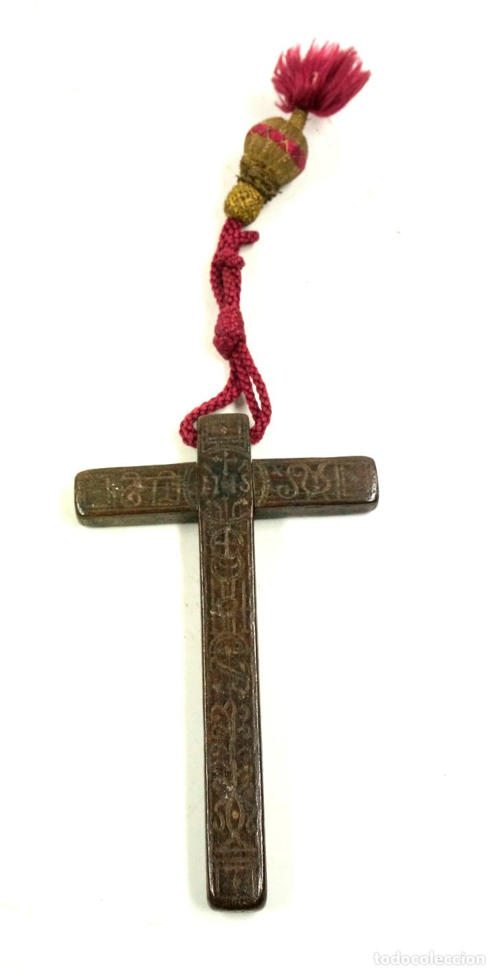 Antigüedades: CRUZ DE PEREGRINO SIGLO XVII. 11 cm de largo. Varias inscripciones de santos, ver. - Foto 2 - 84293152