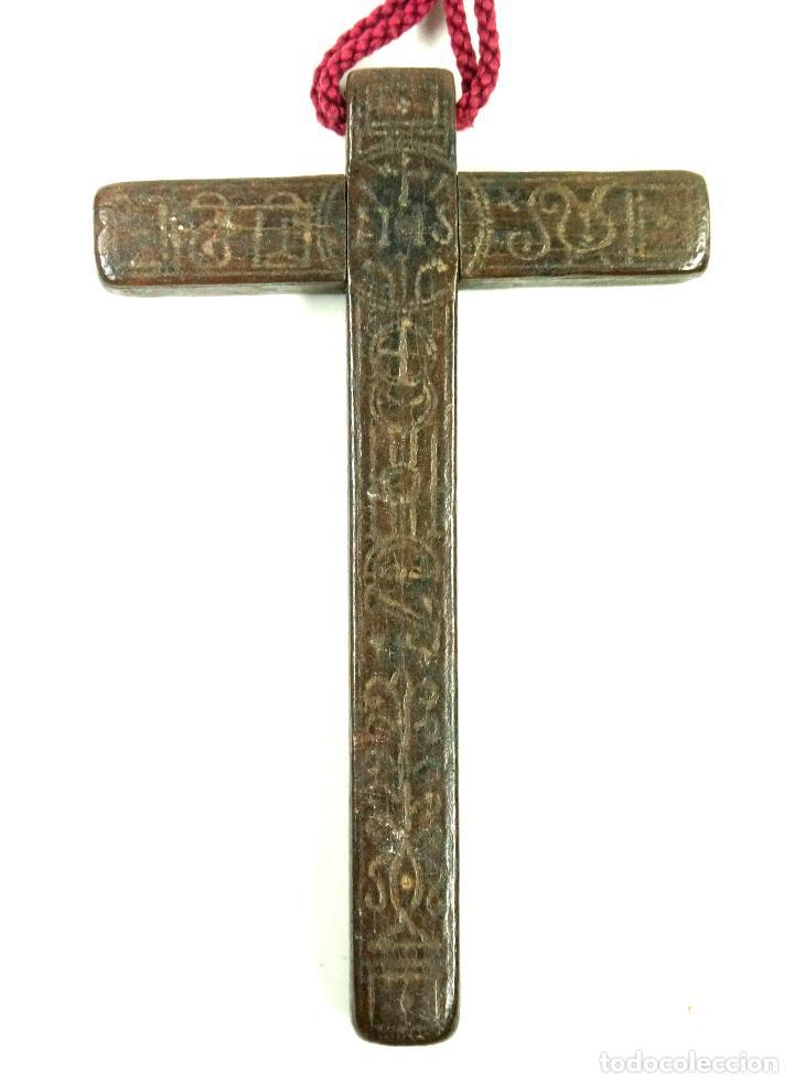Antigüedades: CRUZ DE PEREGRINO SIGLO XVII. 11 cm de largo. Varias inscripciones de santos, ver. - Foto 4 - 84293152