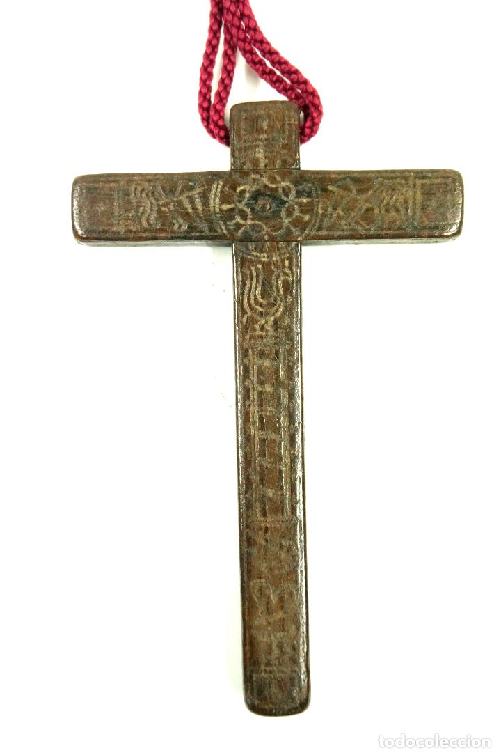 Antigüedades: CRUZ DE PEREGRINO SIGLO XVII. 11 cm de largo. Varias inscripciones de santos, ver. - Foto 5 - 84293152