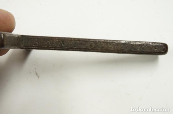 Antigüedades: CRUZ DE PEREGRINO SIGLO XVII. 11 cm de largo. Varias inscripciones de santos, ver. - Foto 8 - 84293152
