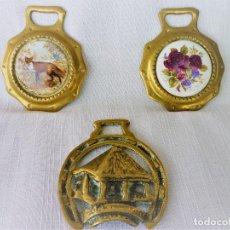 Antigüedades: 3 PIEZAS ADORNO CAIREL EMBELLECEDOR EN BRONCE CINCHO DE CABALLOS, ABRIDORES DE BOTELLAS. Lote 84307584