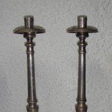 Antigüedades: BONITA PAREJA DE CANDELEROS PARA IGLESIA. PLATA MENESES (CON CONTRASTES). 45 CM DE ALTURA.. Lote 84353040