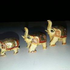Antigüedades: 3 ELEFANTES DE HUESO O MARFIL TALLADOS Y PINTADOS A MANO. . Lote 84393595