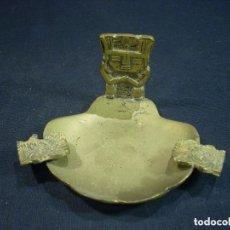 Antigüedades: ANTIGUO Y BONITO CENICERO DE BRONCE TRAIDO DEL PERU FIGURAS AZTECAS. Lote 84400696