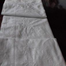 Antigüedades: ANTIGUA SABANA BORDADA CON VAINICA.. Lote 84441960