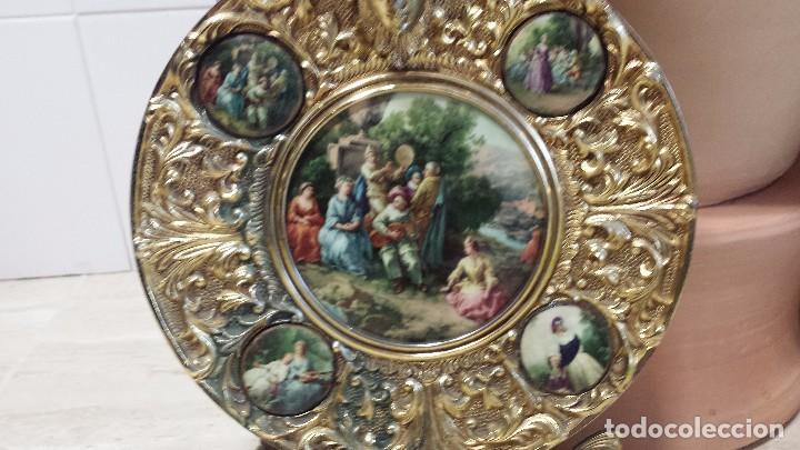 Antigüedades: precioso plato metalico - Foto 2 - 84533904