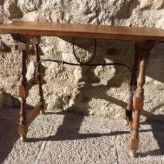 Antigüedades: ANTIGUA PRECIOSA MESA BARGUEÑERA-MADERA NOGAL MACIZO CON FIADORES TORNILLERÍA FORJA-ORIGINAL S.XVII. Lote 84567932