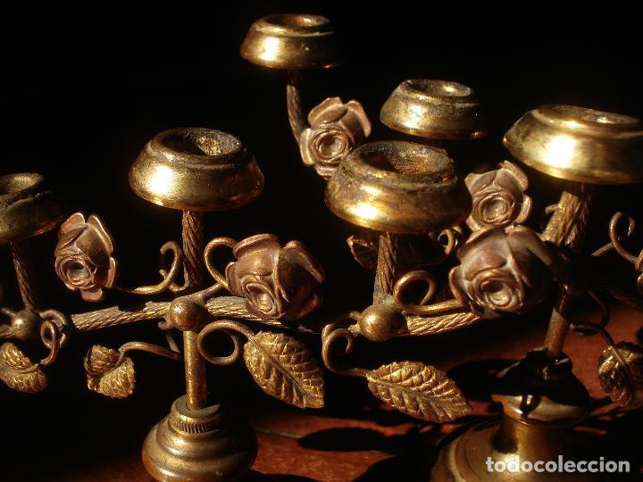 CANDELEROS CON MOTIVOS FLORALES MARIANOS DE METAL 5X9CM. (Antigüedades - Religiosas - Orfebrería Antigua)