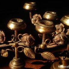 Antigüedades: CANDELEROS CON MOTIVOS FLORALES MARIANOS DE METAL 5X9CM.. Lote 84574308