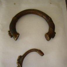 Antigüedades: SE TRATA DE DOS TORQUES EN BRONCE DE BENIN SON MUY FINOS ES DECIR BELLAMENTE CINCELADOS. Lote 84588520
