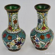 Antigüedades: PAREJA DE JARRONES DE BRONCE ESMALTADOS EN CLOISONNE. S.XIX.. Lote 84596428