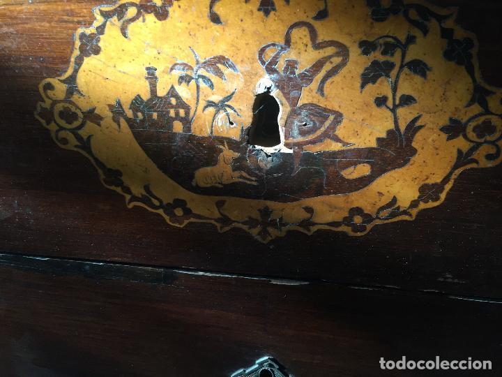 Antigüedades: Comoda Isabelina con marqueteria de boj - Foto 13 - 84637780