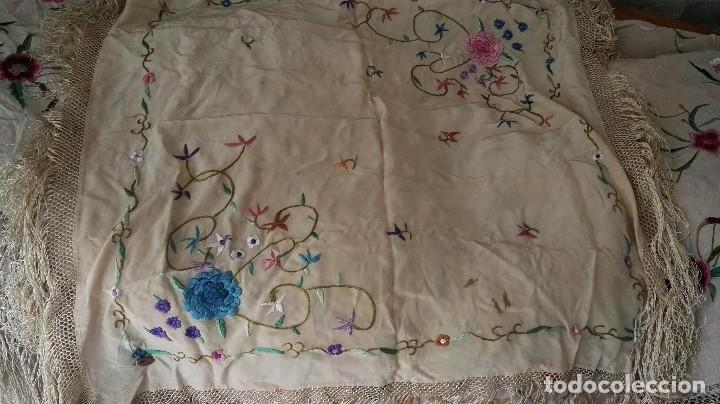 Antigüedades: Bello mantón adulto antiguo e infantil conjuntado los dos sin estrenar y con etiqueta con plomillo - Foto 5 - 84666508