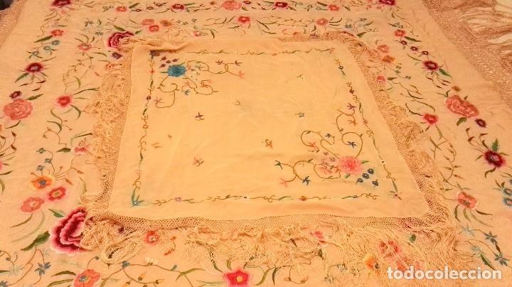 Antigüedades: Bello mantón adulto antiguo e infantil conjuntado los dos sin estrenar y con etiqueta con plomillo - Foto 13 - 84666508