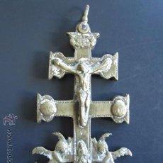 Antigüedades: ANTIGUA CRUZ DE CARAVACA DE BRONCE. DOBLE. MEDIDAS CRUCIFIJO 12.5 X 6 CM.. Lote 84701252