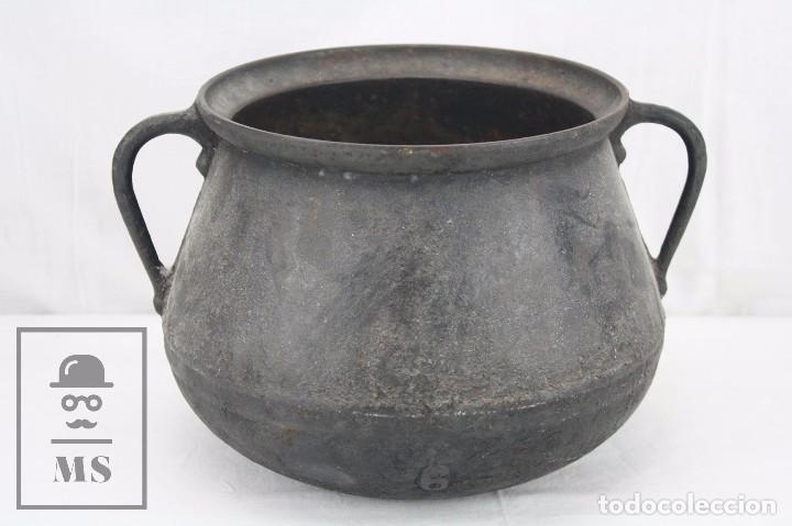 ANTIGUA OLLA / PUCHERO DE HIERRO FUNDIDO - MEDIDAS 28 X 24 X 19 CM (Antigüedades - Técnicas - Rústicas - Utensilios del Hogar)