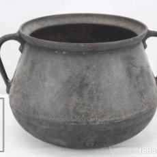 Antigüedades: ANTIGUA OLLA / PUCHERO DE HIERRO FUNDIDO - MEDIDAS 28 X 24 X 19 CM. Lote 84702576